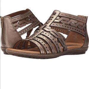 EUC Earth Bay Champagne Metallic Leather Sandal 12